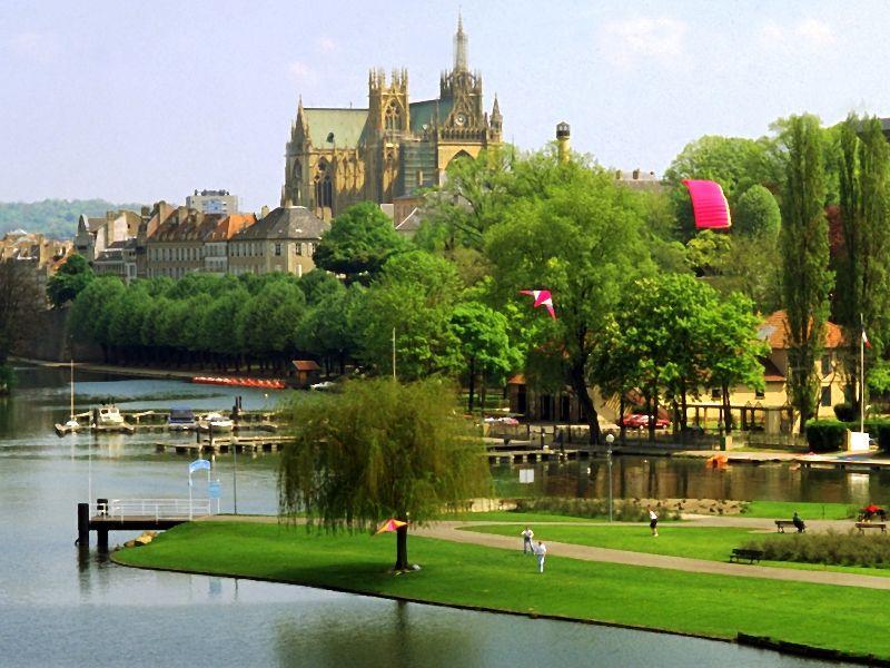 Moselle et circuit des arts - Cora en ville metz ...
